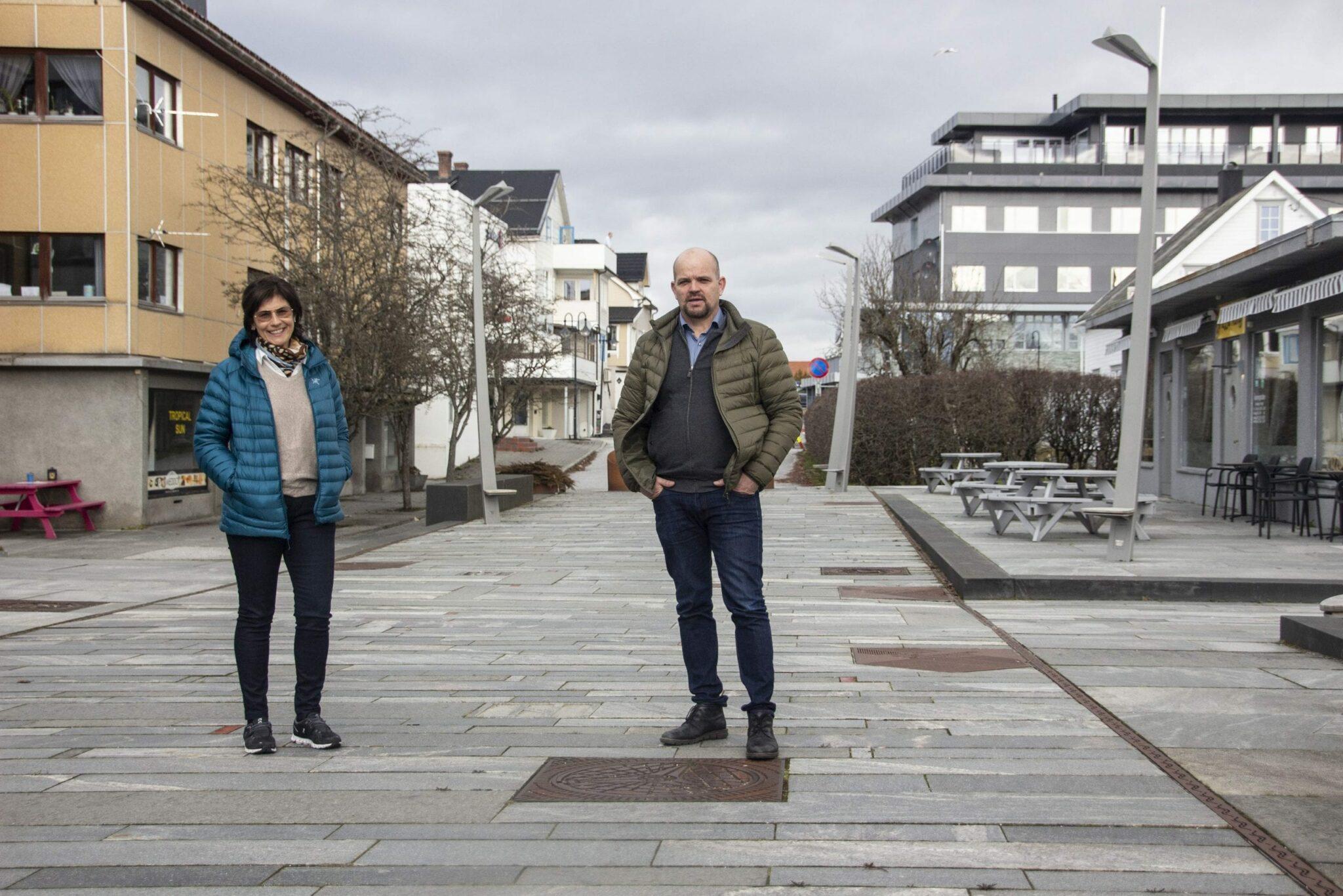 Styreleiar i Vestnes Næringsforum Eva Langstein og ordførar Geir Inge Lien.
