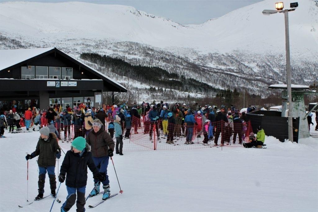 Over 500 koste seg i skibakken på Ørskogfjell skisenter laurdag, mange for aller fyrste gong med alpinski på beina.