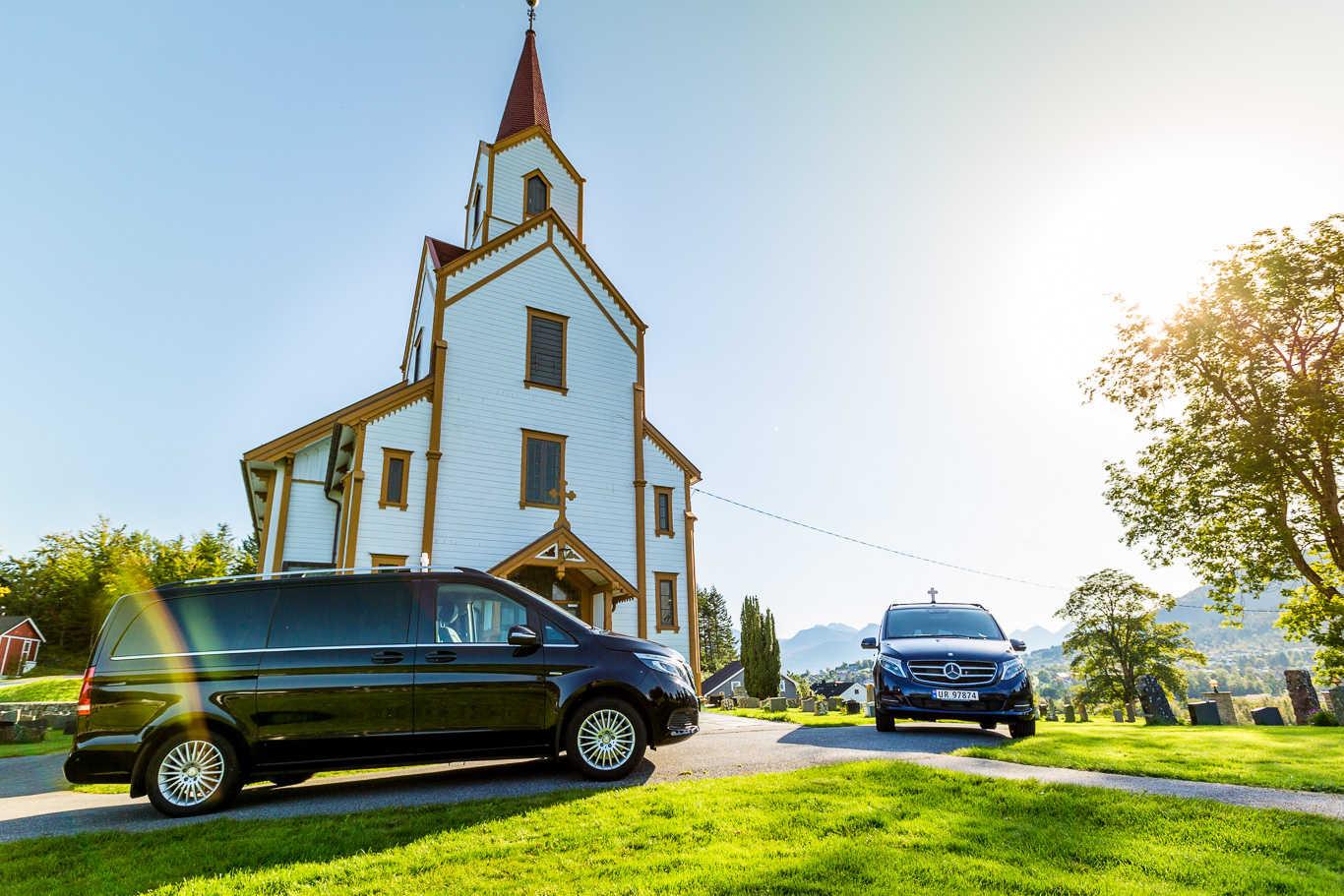 Vestnes Begravelsesbyrå tilbyr videooverføring av gravferder. (Foto: Vestnes Begravelsesbyrå)