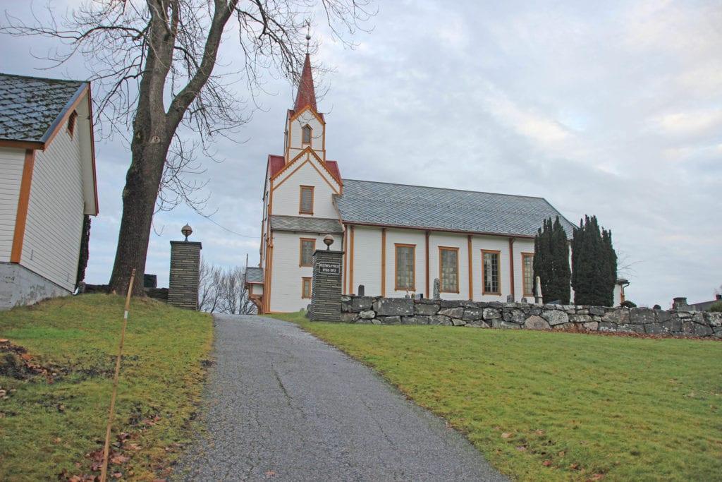 Vestnes kyrkje