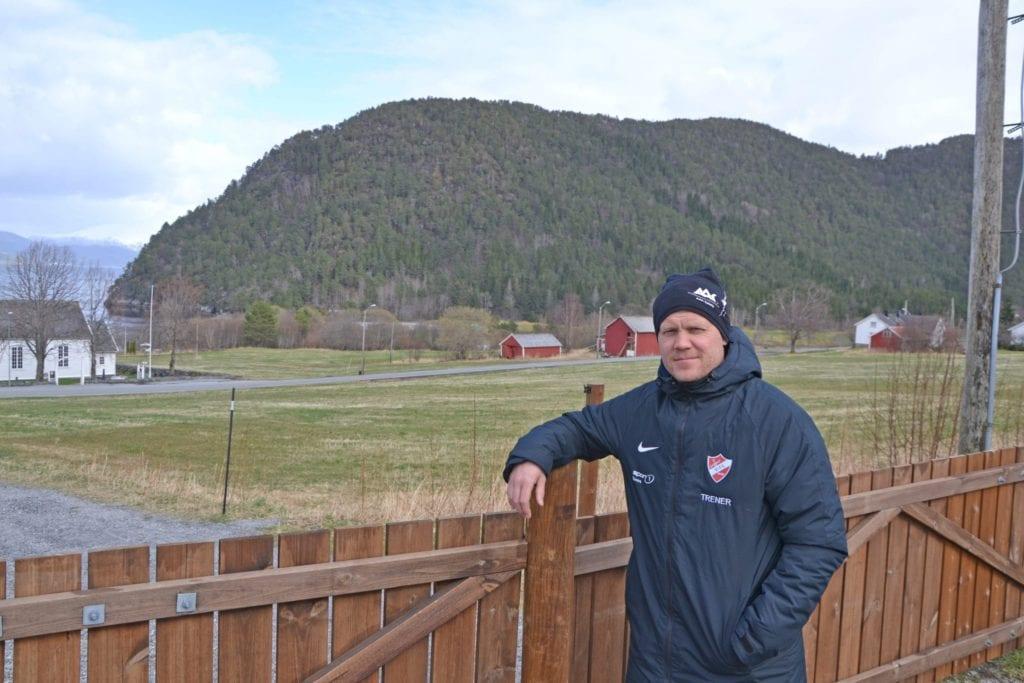 – Her arrangeres det årlige Vågen Rundt, sier idrettslagets nestleder, Eskild Svendson.