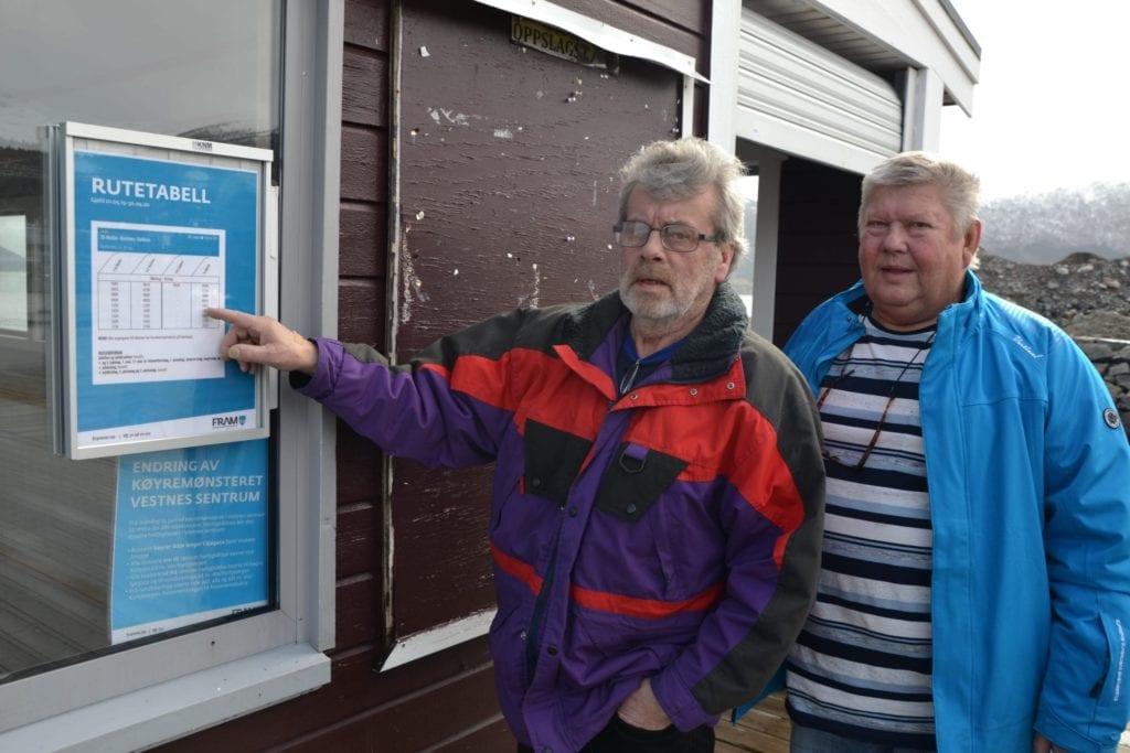 – Her står det bare gamle ruter og ingen oppslag om ruteendringer, sier Helge Hjelset, som var sammen med Toivo Paulonen (73) på den mislykka turen.
