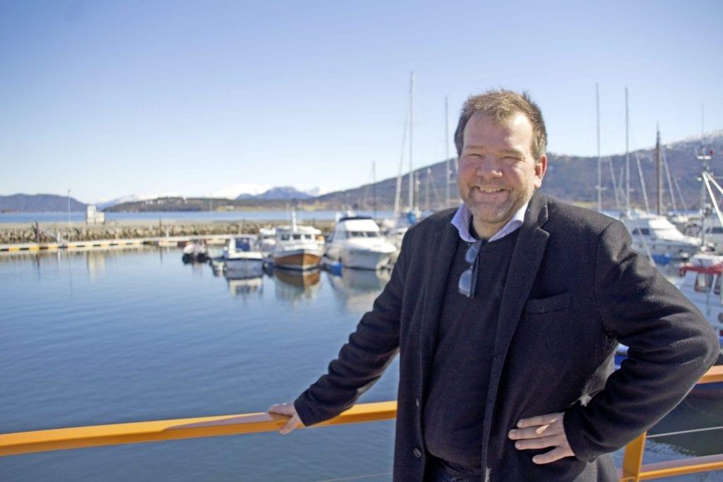 Leif Magne Lervik ved sjøfronten på Vestnes
