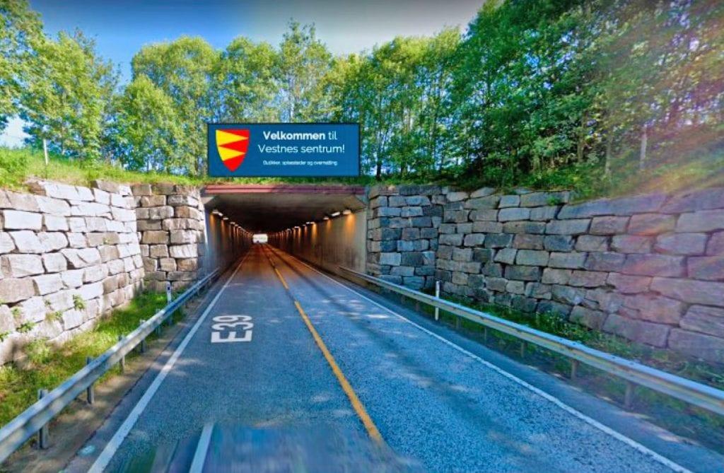 Høgre ønskjer å få på plass informasjonsskilt for å lokke gjennomgangstrafikken til sentrum. (Illustrasjonsfoto)
