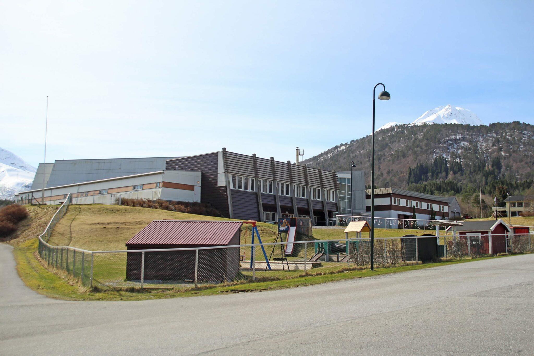 Tresfjord skule. (Foto: Asle Klock)