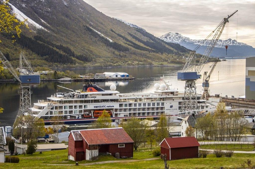 Hanseatic Nature er tilbake i Tomrefjord. No skal det utførast garantiarbeid og vedlikehald.