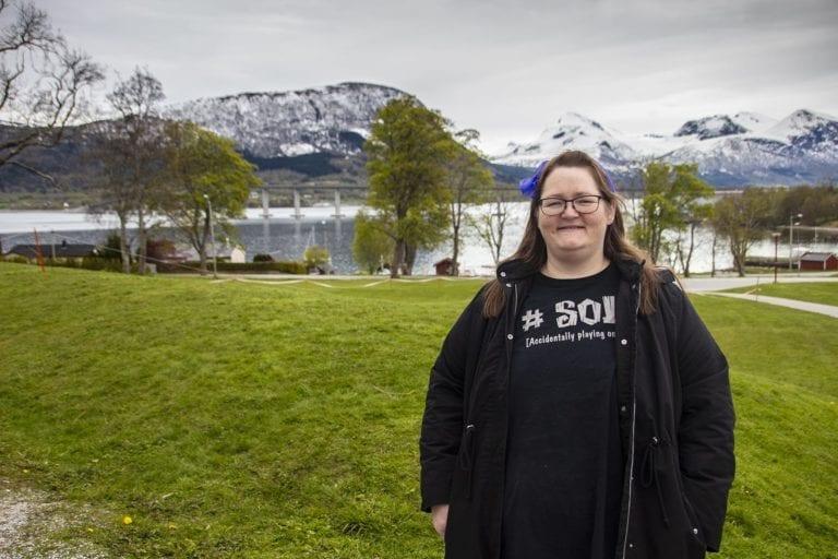 """Janne Iren Holseter fortel at det kan hende premieredatoen vert utsett. Men førestillinga """"Ungen"""" skal på scenen."""