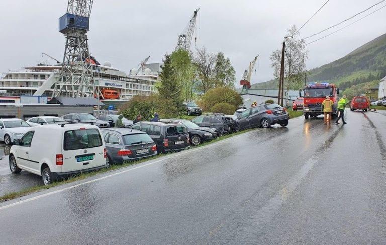 Ein person vart lettare skada i eit trafikkuhell i Tormefjord onsdag morgon. (Foto: Privat)
