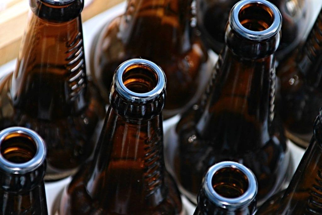 Tomme brune ølflasker