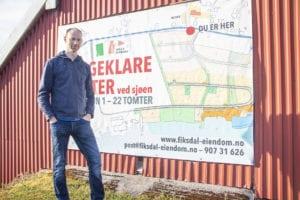 Sindre Gjelsten Bøe er i gang med nytt byggefelt i Fiksdal. I første byggetrinn vert det gjort klart for 22 tomter.