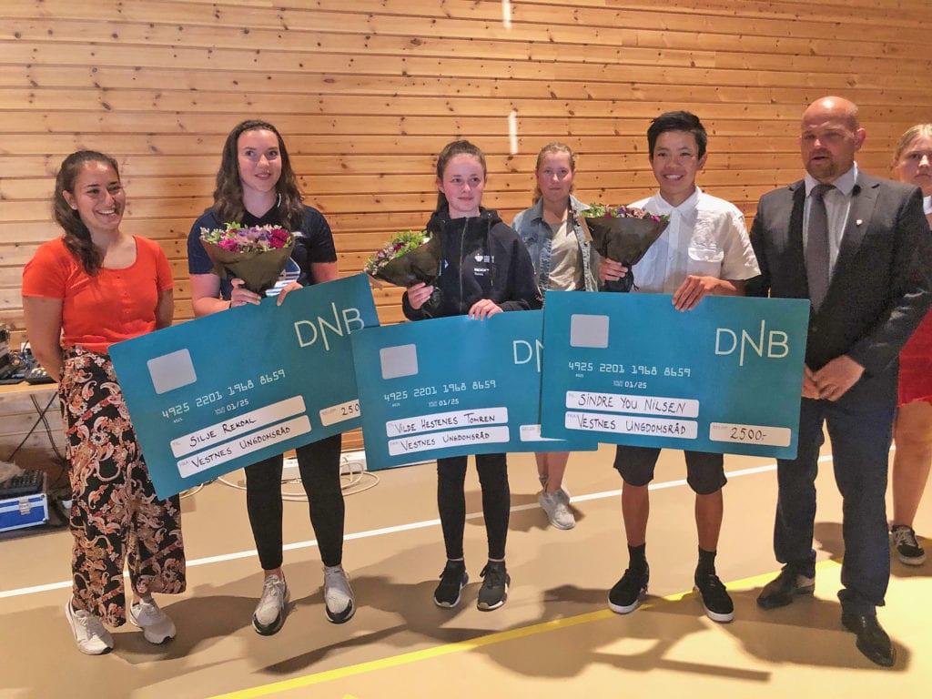 Silje Rekdal, Vilde Hestenes Tomren og Sindre You Nilsen fekk ungdomsstipendet i år.(Foto: Randi Bergundhaugen)