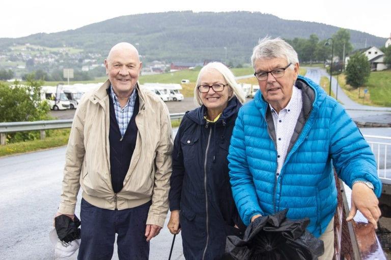 I Henrik Ibsens fotspor: Frå venstre: John Tore SImonsen, Lill-Mari Vibe Simonsen og Per Bjørn Ellingseter.