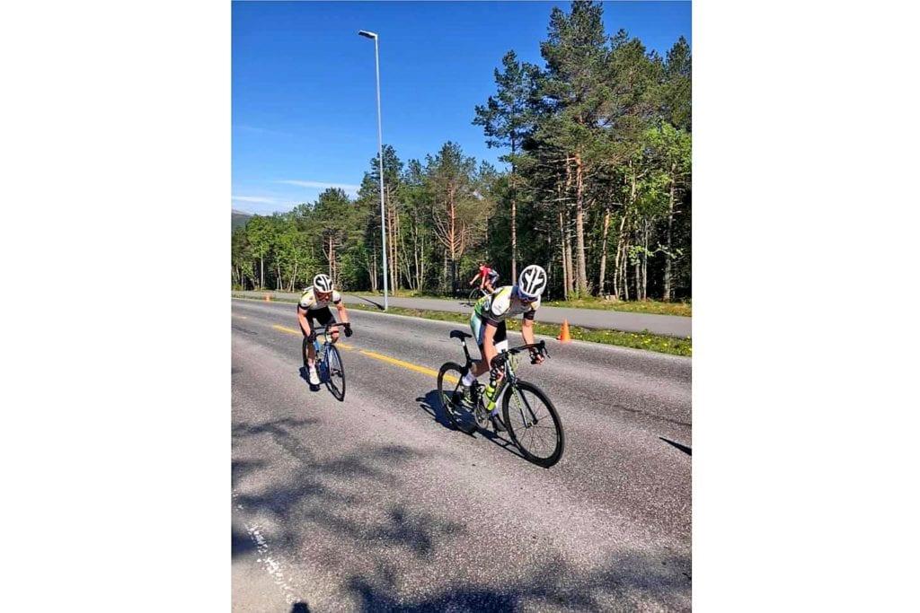 Syklistar i godt driv