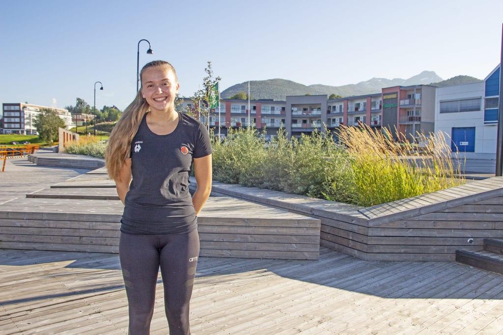 Ingrid Helene Vikås (19) er tatt opp i spelarstallen til Molde Handballklubb sitt eliteserielag.