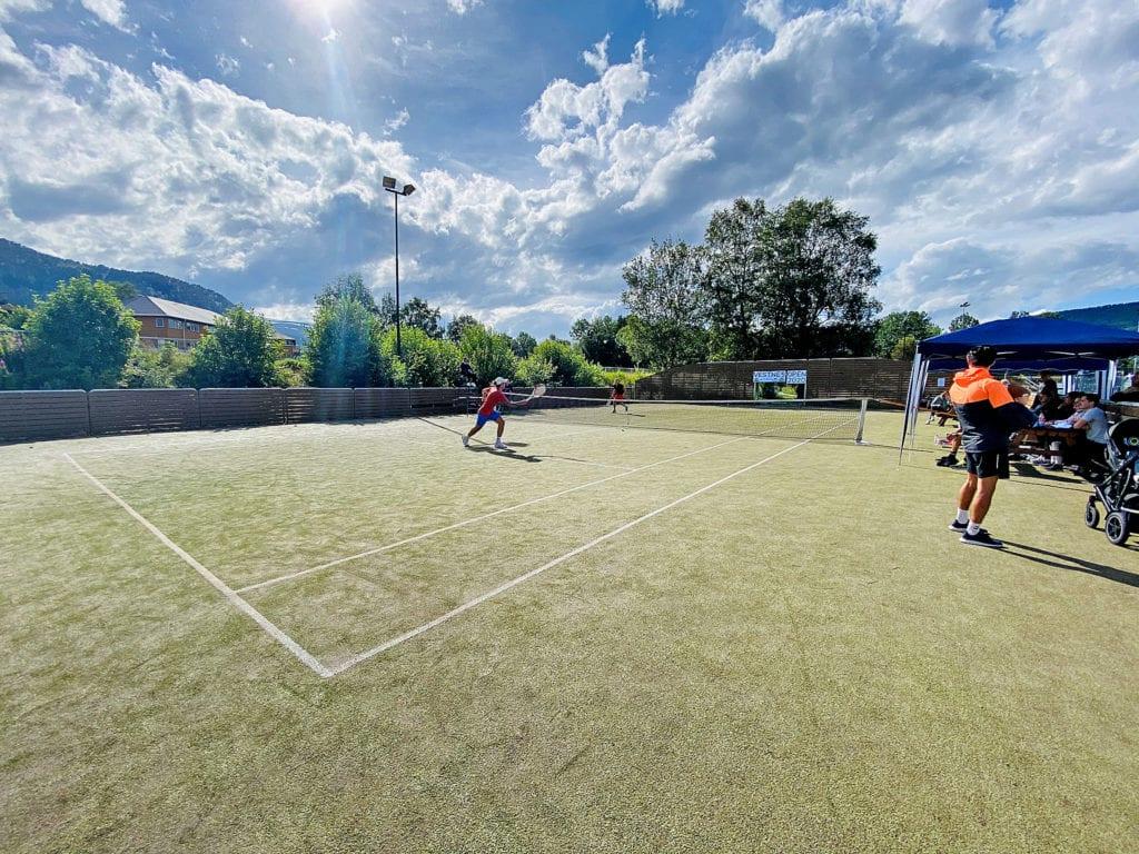 Bilde frå tennis-turneringa Vestnes Open 2020