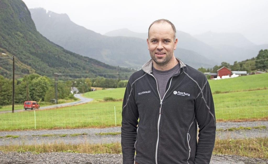 Lasse Brenna Øvstedal har meldt seg ut av Senterpartiet og set resten av perioden som uavhengig.