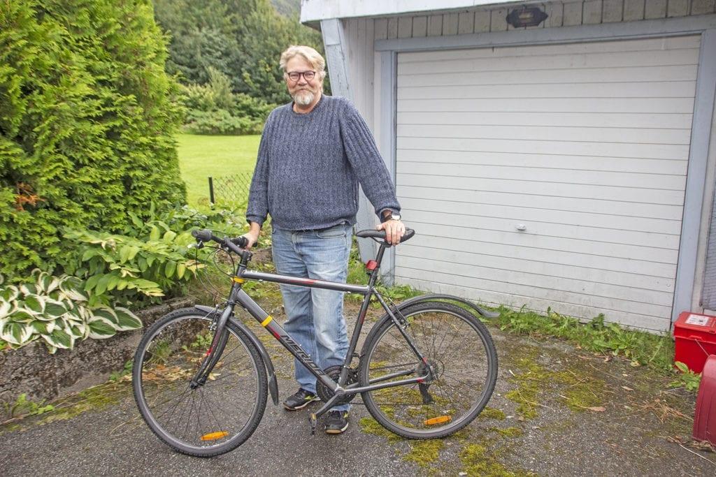 Petter Lilleby Fegran vart fråstolen el-sykkelen sin i Frostaddalen. No må han bruke den gamle sykkelen.