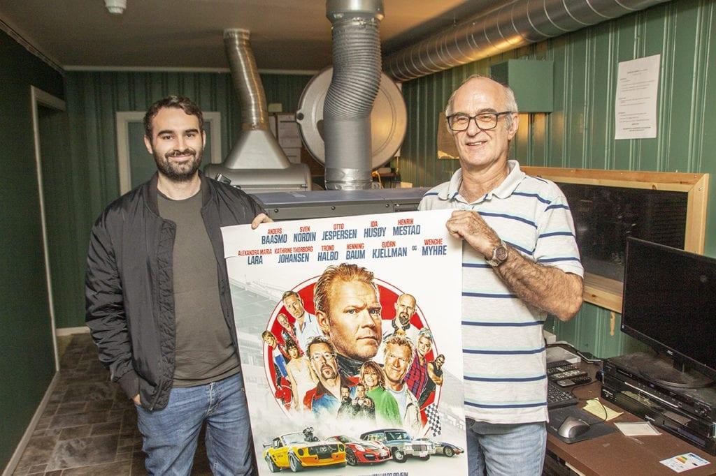 Michael Presthus i NMK Vestnes og kinosjef Arvid Hungnes inviterer til førpremiere på Børning 3 på fredag. Utføre kinoen vert det bilutstilling.