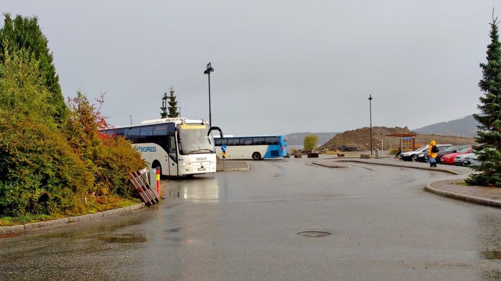 FRAM lanserer coronabillett for bussar som køyrer med stengt framdør. (Foto: Asle Klock)