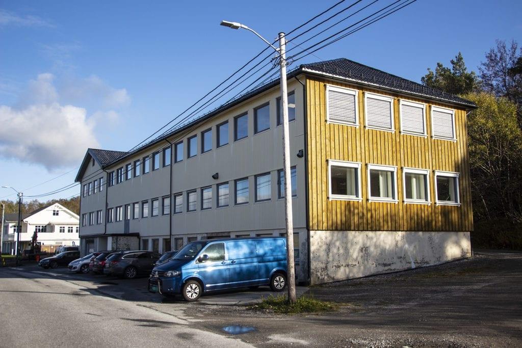 Tomra Engineering held til i øvste etasje på Mathsonbygget på Vik. Bygget vart reist i 1939 og bygd på i to omgangar fram til midten av 1950-talet.