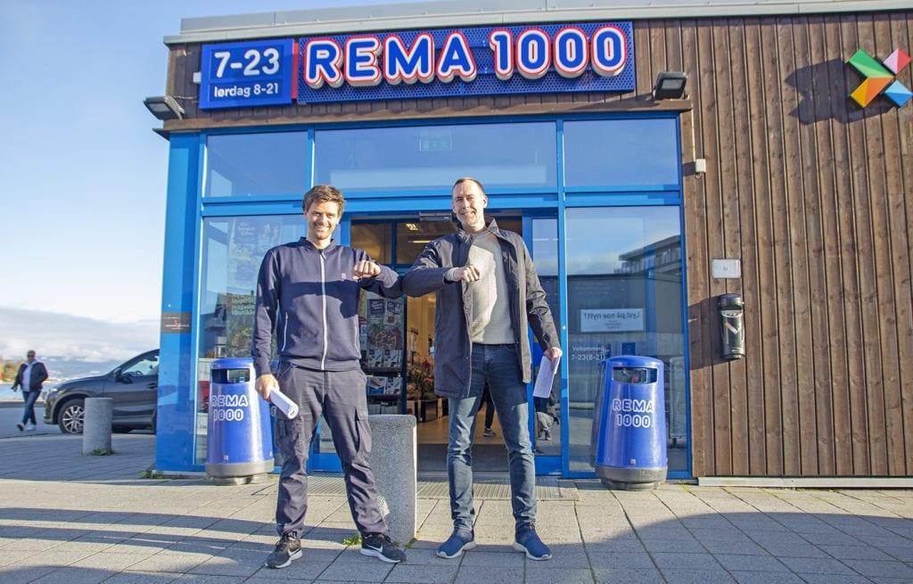 Kjøpmann Robert Connor og dagleg leiar i VVIL, Ronald Brastad signerte sponsoravtalen på fredag.