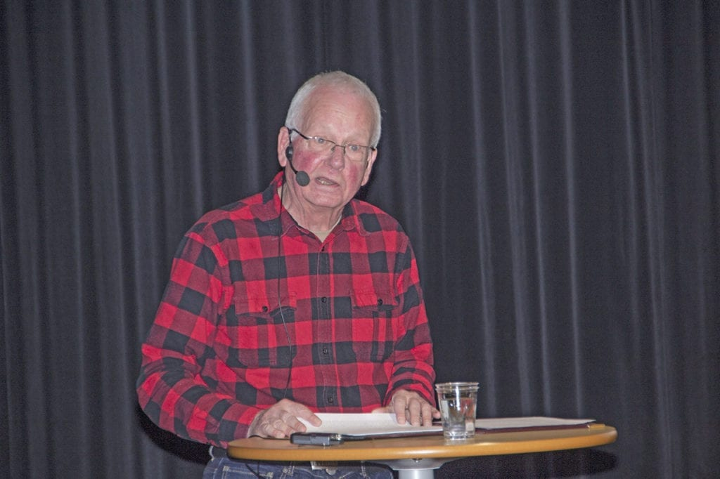 Odd Sørås heldt eit engasjerande og humoristisk føredrag om tussar, troll og det overnaturlege.