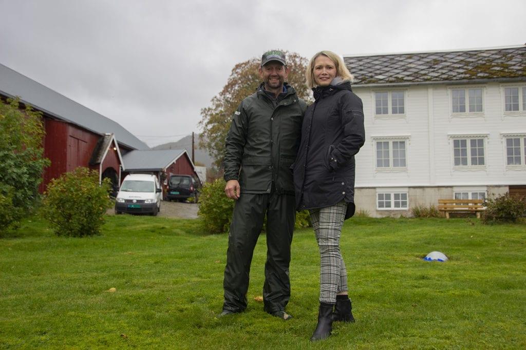 Tore Gjelsten og Heidi Beate Gjelsten fekk ideen om hengekøyeturisme for fleire år sidan. No føler dei seg pressa til å gå ut med planane på grunn av risikoen for at det vert etablert oppdrettsanlegg i Korsvika som vil kome i konflikt med planane deira.