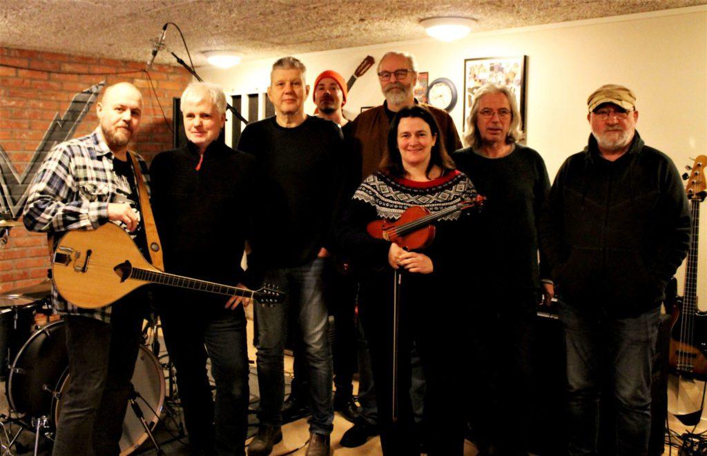 Her er Vangsgutane då dei spelte inn nye låtar ved Vestnes musikkverksted for vel eit år sidan.